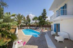 Бассейн. Кипр, Ионион - Айя Текла : Комфортабельная вилла с 3-мя спальнями, 2-мя ванными комнатами, бассейном, террасой с патио и барбекю