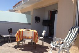 Балкон. Кипр, Каво Марис Протарас : Комфортабельный апартамент с балконом с потрясающим видом на море, с гостиной и 2-мя спальнями, расположен недалеко от пляжа Cavo Maris Beach
