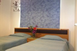 Спальня 2. Кипр, Каво Марис Протарас : Комфортабельный апартамент с балконом с потрясающим видом на море, с гостиной и 2-мя спальнями, расположен недалеко от пляжа Cavo Maris Beach