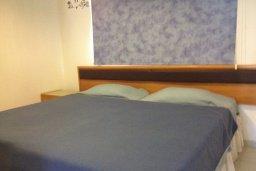 Спальня. Кипр, Каво Марис Протарас : Комфортабельный апартамент с балконом с потрясающим видом на море, с гостиной и 2-мя спальнями, расположен недалеко от пляжа Cavo Maris Beach