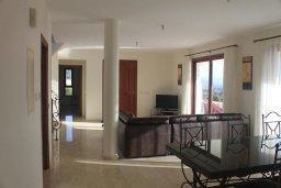 Гостиная. Кипр, Помос : Роскошная вилла с бассейном и видом на море, 4 спальни, 5 ванных комнат, барбекю, парковка, Wi-Fi