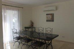 Обеденная зона. Кипр, Помос : Роскошная вилла с бассейном и видом на море, 4 спальни, 5 ванных комнат, барбекю, парковка, Wi-Fi
