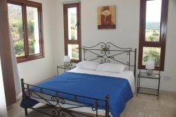 Спальня. Кипр, Помос : Роскошная вилла с бассейном и видом на море, 4 спальни, 5 ванных комнат, барбекю, парковка, Wi-Fi