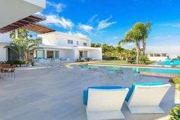 Фасад дома. Кипр, Санрайз Протарас : Роскошная вилла с большим бассейном и зеленой территорией, 6 спален, 6 ванных комнат, парковка, Wi-Fi