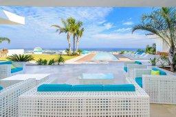 Бассейн. Кипр, Санрайз Протарас : Роскошная вилла с большим бассейном и зеленой территорией, 6 спален, 6 ванных комнат, парковка, Wi-Fi