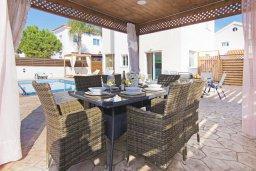Обеденная зона. Кипр, Ионион - Айя Текла : Прекрасная вилла с бассейном и двориком с барбекю, 3 спальни, парковка, Wi-Fi