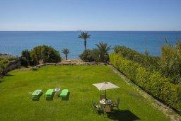 Территория. Кипр, Марони : Уютная вилла с невероятным видом на море, с 3-мя спальнями, 2-мя ванными комнатами, большой зелёной лужайкой, патио и барбекю, расположена в тихом районе деревни Maroni всего в 20 метрах от пляжа