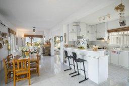 Кухня. Кипр, Каво Марис Протарас : Очаровательная вилла с потрясающим видом на море, с 3-мя спальнями, приватным двориком, тенистой террасой с патио и барбекю, расположена в 100 метрах от пляжа