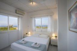 Спальня. Кипр, Каво Марис Протарас : Очаровательная вилла с потрясающим видом на море, с 3-мя спальнями, приватным двориком, тенистой террасой с патио и барбекю, расположена в 100 метрах от пляжа
