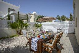 Терраса. Кипр, Пернера : Новая комфортабельная вилла с 3-мя спальнями, 2-мя ванными комнатами, с частным двориком с патио и барбекю