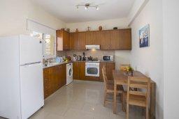 Кухня. Кипр, Пернера : Новая комфортабельная вилла с 3-мя спальнями, 2-мя ванными комнатами, с частным двориком с патио и барбекю