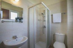 Ванная комната. Кипр, Пернера : Новая комфортабельная вилла с 3-мя спальнями, 2-мя ванными комнатами, с частным двориком с патио и барбекю