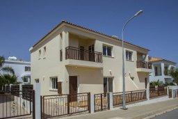 Фасад дома. Кипр, Пернера : Новая комфортабельная вилла с 3-мя спальнями, 2-мя ванными комнатами, с частным двориком с патио и барбекю