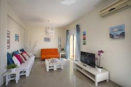 Гостиная. Кипр, Пернера : Новая комфортабельная вилла с 3-мя спальнями, 2-мя ванными комнатами, с частным двориком с патио и барбекю