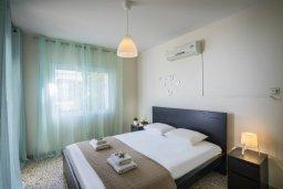 Спальня. Кипр, Центр Айя Напы : Комфортабельный апартамент с гостиной, двумя спальнями и балконом, расположен в самом центре Айя-Напы