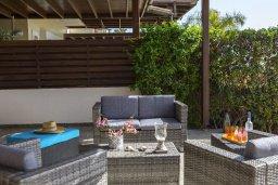 Патио. Кипр, Менеу : Очаровательная вилла с невероятным видом на море, с 3-мя спальнями, 2-мя ванными комнатами, большой зелёной лужайкой, патио, барбекю, расположена в тихом месте у пляжа Kiti Beach