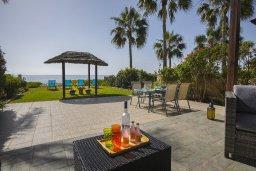 Территория. Кипр, Менеу : Очаровательная вилла с невероятным видом на море, с 3-мя спальнями, 2-мя ванными комнатами, большой зелёной лужайкой, патио, барбекю, расположена в тихом месте у пляжа Kiti Beach