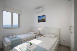 Спальня 2. Кипр, Ларнака город : Современный апартамент в 30 метрах от пляжа, с гостиной, двумя спальнями и балконом с панорамным видом на море