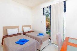 Спальня 2. Кипр, Каппарис : Роскошная вилла с бассейном в 100 метрах от пляжа, 4 спальни, 3 ванные комнаты, патио, барбекю, парковка, Wi-Fi