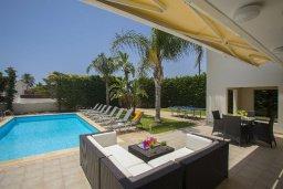 Патио. Кипр, Перволия : Потрясающая вилла с 3-мя спальнями, 2-мя ванными комнатами, с бассейном, зелёным двориком с барбекю и патио, настольным теннисом, расположена в тихом закрытом комплексе