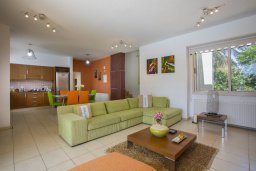 Гостиная. Кипр, Перволия : Потрясающая вилла с 3-мя спальнями, 2-мя ванными комнатами, с бассейном, зелёным двориком с барбекю и патио, настольным теннисом, расположена в тихом закрытом комплексе