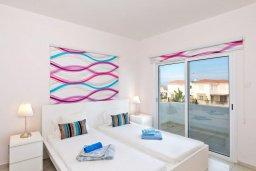 Спальня 2. Кипр, Каппарис : Современная вилла с бассейном и зеленым двориком с барбекю, 4 спальни, 4 ванные комнаты, парковка, Wi-Fi