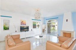 Гостиная. Кипр, Каппарис : Современная вилла с бассейном и зеленым двориком с барбекю, 4 спальни, 4 ванные комнаты, парковка, Wi-Fi