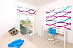 Спальня 3. Кипр, Каппарис : Современная вилла с бассейном и зеленым двориком с барбекю, 4 спальни, 4 ванные комнаты, парковка, Wi-Fi