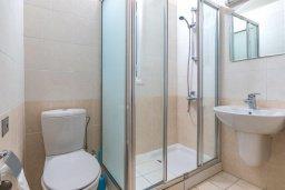 Ванная комната. Кипр, Каппарис : Прекрасная вилла с бассейном и двориком с барбекю, 3 спальни, 2 ванные комнаты, парковка, Wi-Fi