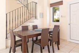Обеденная зона. Кипр, Каппарис : Прекрасная вилла с бассейном и двориком с барбекю, 3 спальни, 2 ванные комнаты, парковка, Wi-Fi