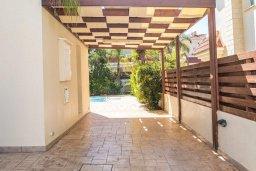 Территория. Кипр, Каппарис : Прекрасная вилла с бассейном и двориком с барбекю, 3 спальни, 2 ванные комнаты, парковка, Wi-Fi