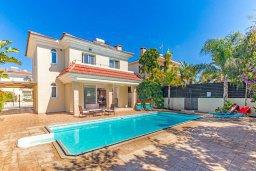 Фасад дома. Кипр, Каппарис : Прекрасная вилла с бассейном и двориком с барбекю, 3 спальни, 2 ванные комнаты, парковка, Wi-Fi