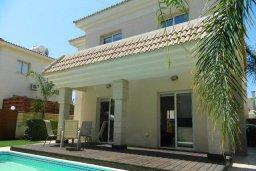 Фасад дома. Кипр, Каппарис : Прекрасная вилла с бассейном и двориком с барбекю, 3 спальни, 3 ванные комнаты, парковка, Wi-Fi