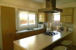 Кухня. Кипр, Каппарис : Прекрасная вилла с бассейном и двориком с барбекю, 3 спальни, 3 ванные комнаты, парковка, Wi-Fi