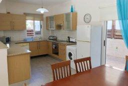 Кухня. Кипр, Каппарис : Прекрасная вилла с бассейном и двориком с барбекю, 3 спальни, 2 ванные комнаты, парковка, Wi-Fi