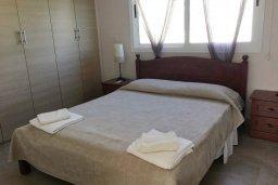 Спальня. Кипр, Каппарис : Прекрасная вилла с бассейном и двориком с барбекю, 3 спальни, 2 ванные комнаты, парковка, Wi-Fi
