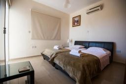 Спальня 2. Кипр, Нисси Бич : Прекрасная вилла с 4-мя спальнями, с бассейном, солнечной террасой с патио и каменным барбекю