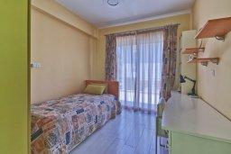 Спальня 2. Кипр, Пареклисия : Современная вилла с бассейном и двориком с барбекю, 4 спальни, 3 ванные комнаты, патио, парковка, Wi-Fi