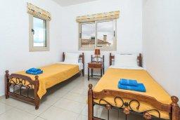Спальня 3. Кипр, Каппарис : Прекрасная вилла с бассейном и зеленым двориком с барбекю, 3 спальни, 3 ванные комнаты, парковка, Wi-Fi