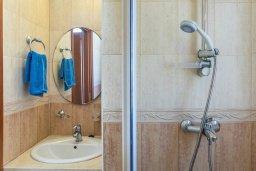 Ванная комната 2. Кипр, Каппарис : Прекрасная вилла с бассейном и зеленым двориком с барбекю, 3 спальни, 3 ванные комнаты, парковка, Wi-Fi