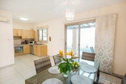 Кухня. Кипр, Пернера : Роскошная вилла с бассейном и двориком, 50 метров до пляжа, 3 спальни, 3 ванные комнаты, парковка, Wi-Fi