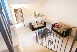 Гостиная. Кипр, Пернера : Роскошная вилла с бассейном и двориком, 50 метров до пляжа, 3 спальни, 3 ванные комнаты, парковка, Wi-Fi
