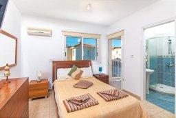Спальня. Кипр, Пернера : Прекрасная вилла с бассейном и двориком с барбекю, 3 спальни, 3 ванные комнаты, парковка, Wi-Fi