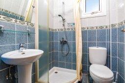 Ванная комната. Кипр, Пернера : Прекрасная вилла с бассейном и двориком с барбекю, 3 спальни, 3 ванные комнаты, парковка, Wi-Fi