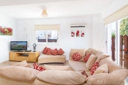 Гостиная. Кипр, Пернера : Прекрасная вилла с бассейном и двориком с барбекю, 3 спальни, 3 ванные комнаты, парковка, Wi-Fi
