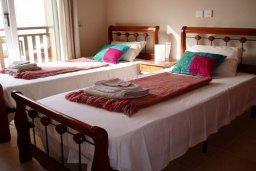 Спальня. Кипр, Ионион - Айя Текла : Уютная вилла с бассейном и двориком с барбекю, 3 спальни, 2 ванные комнаты, парковка, Wi-Fi