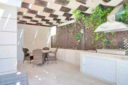 Территория. Кипр, Гермасойя Лимассол : Прекрасная вилла с бассейном и двориком с барбекю, 3 спальни, 2 ванне комнаты, парковка, Wi-Fi