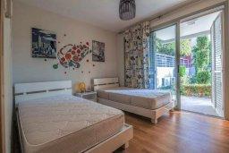 Спальня 2. Кипр, Св. Рафаэль Лимассол : Двухуровневый апартамент в комплексе с бассейном, с большой гостиной, двумя спальнями, террасой и балконом