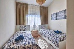 Спальня 2. Кипр, Гермасойя Лимассол : Прекрасная вилла с бассейном и зеленым двориком, 3 спальни, парковка, Wi-Fi