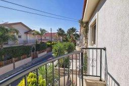 Балкон. Кипр, Гермасойя Лимассол : Прекрасная вилла с бассейном и зеленым двориком, 3 спальни, парковка, Wi-Fi